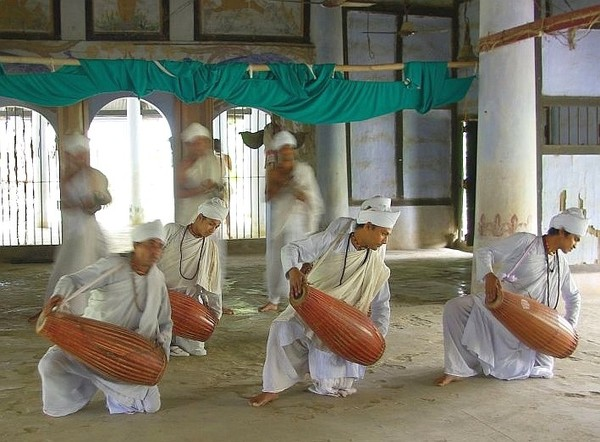 Dancing monks - India (Assam, Brahmaputra cruise, Agra and Jaipur)