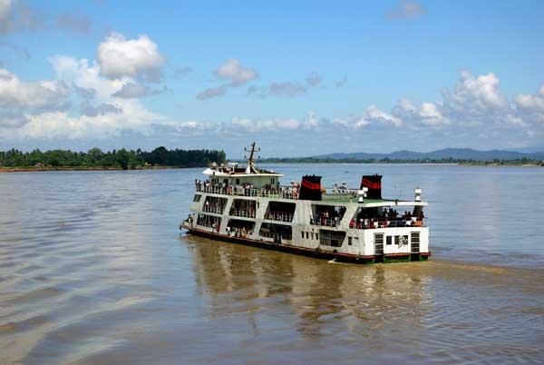 Major Irrawaddy ferry - Burma