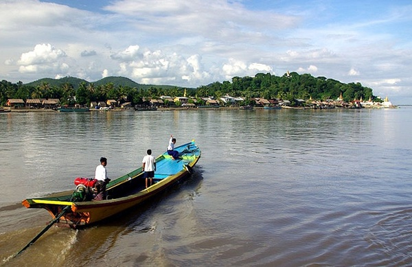 Pandaw IV's tender heads for shore - Burma