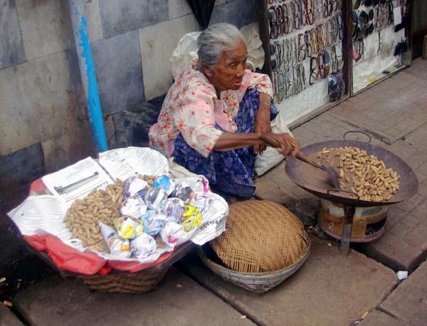 Street woman, Rangoon - Burma