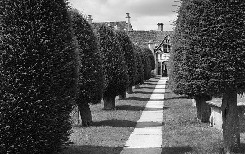 2182 - Painswick - Yew Path - The Cotswold Way